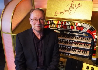 Andy at the Singing Hills Wurlitzer