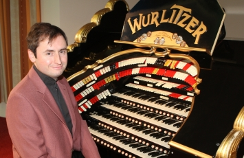 Chris Stanbury at the East Sussex National Wurlitzer